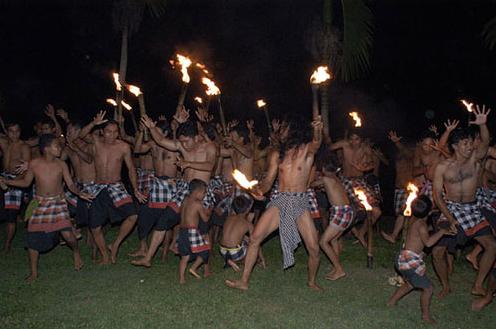 ケチャッ・リノ・ダンス『リノのケチャッと100人の子どもたち』