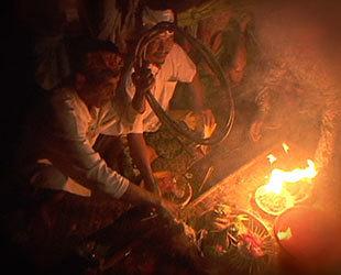 映像「スカラ=ニスカラ ―バリの音と陶酔の共鳴―」