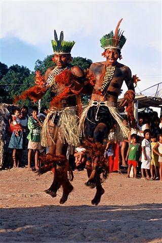 カラジャ族の芸能