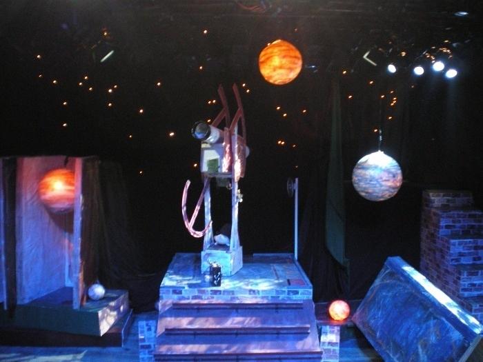 エピクロスの果実 舞台装置