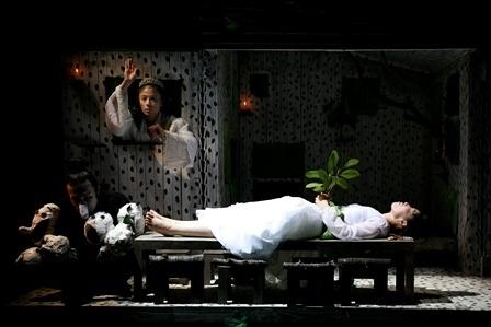 「白雪姫」舞台写真