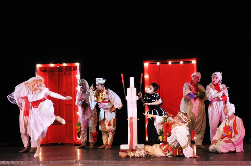 パパ・タラフマラの白雪姫 公演写真