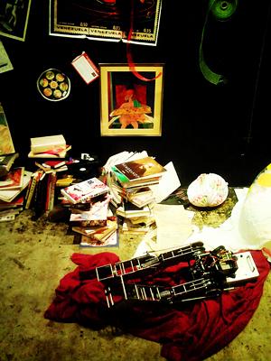 芸術家の部屋とロボット