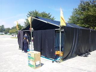 野外テント組み作業2