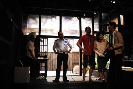 「無防備なスキン」舞台写真