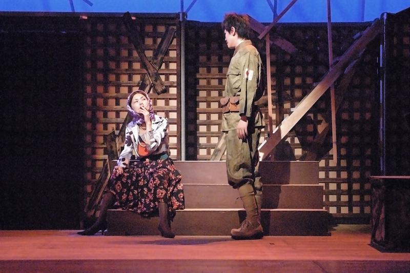 コノ(左)と新崎