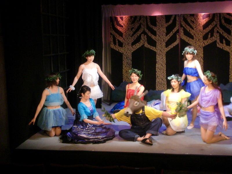 妖精の女王タイテーニアとロバ頭のボトム