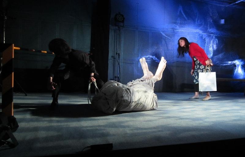 足のある死体 舞台写真