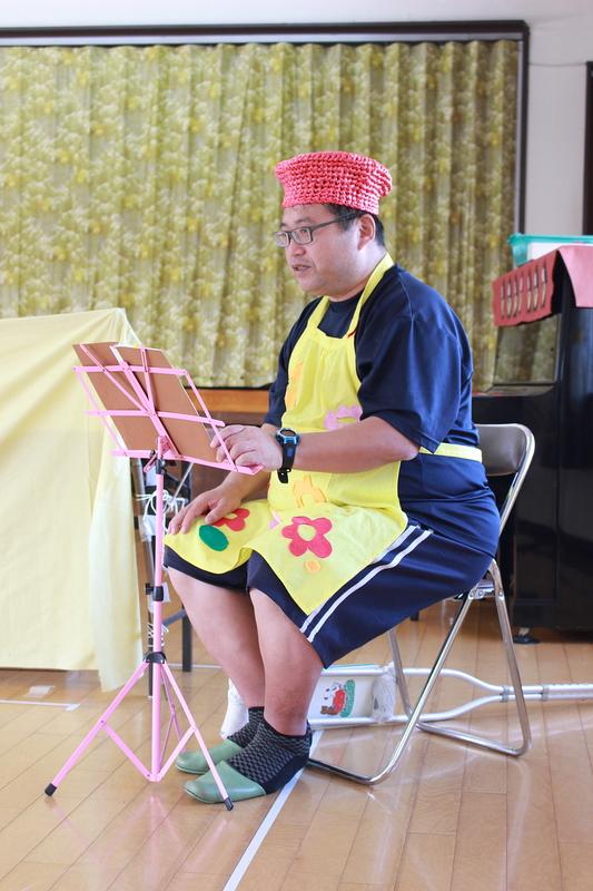 語りの田中さんも、エプロンと帽子で可愛く♪