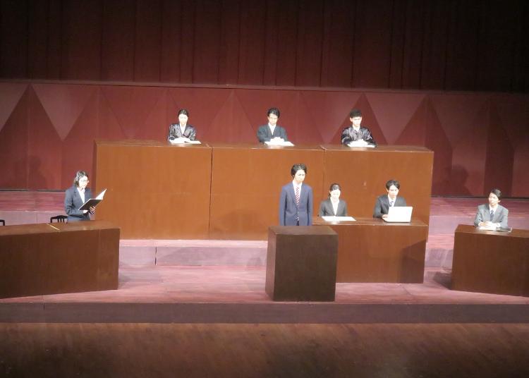 法廷シーン
