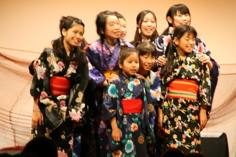 第二回公演「金子みすゞの世界(2)~浜は祭りのようだけど~」 「王子山」 歌う子どもたち