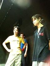 ★奥田宏人&水木たね★袖幕でかっこよく待機。