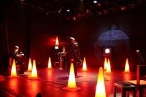 2008年Oi-SCALE+Hi-SPECS公演「痛みのない傷」