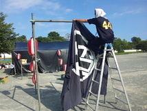 野外テント組み作業3