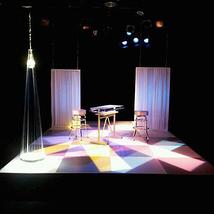 メイビー舞台