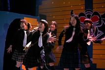 エンディングは女優陣による、歌と踊り