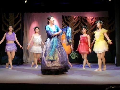 妖精の女王タイテーニアとお供の妖精たち