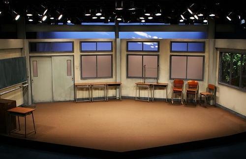 職員会議舞台写真1 冒頭