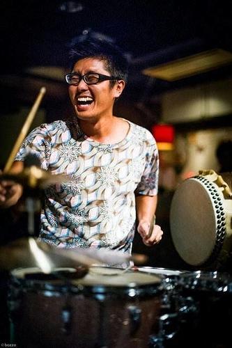 演者プロフィール 荒井康太(ドラム)